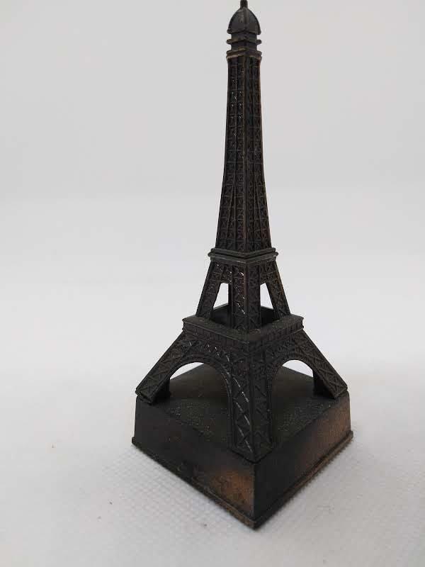 Taille-crayons ancien - Hong Kong ou Chine - La Tour Eiffel