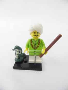 Mini figurine Lego N° 71008 - Série 13 - N° 04 - Le Charmeur de Serpent