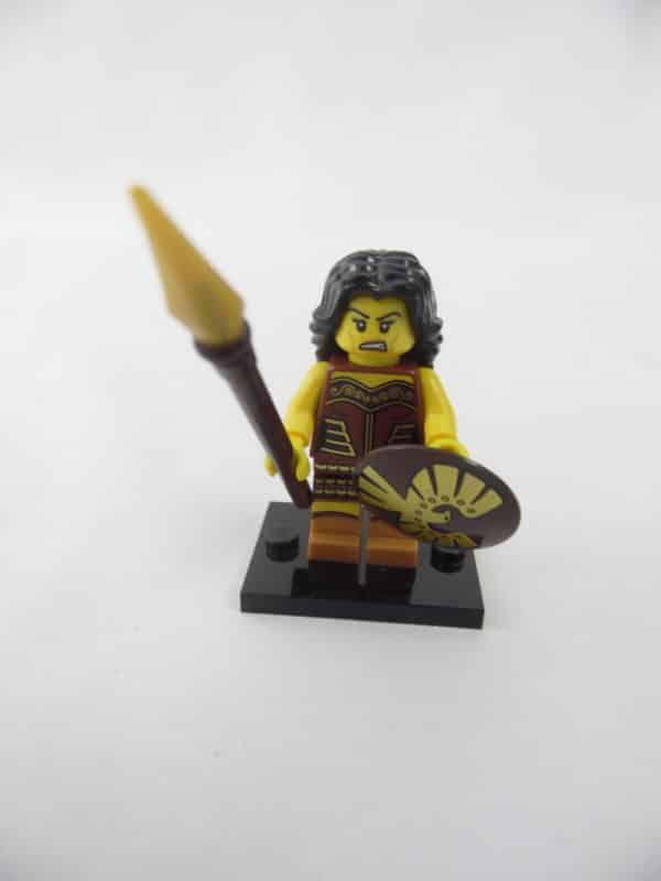 Mini figurine Lego N° 71001 - Série 10 - N°04 - La Guerrière