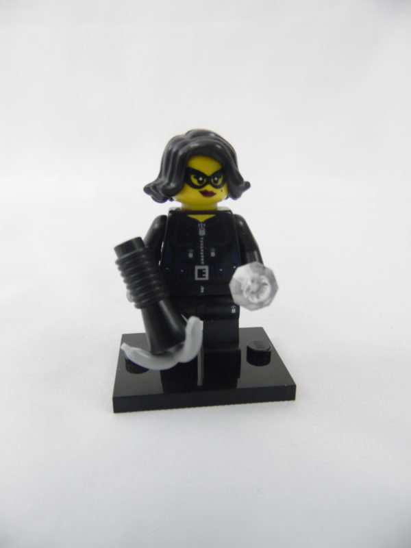 Mini figurine Lego N° 71011 - Série 15 - N°15 - La voleuse de pierres précieuses
