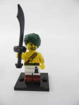Mini figurine Lego N° 71013 - Série 16 - N°02 - Le Guerrier de Dessert