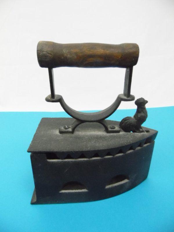 Fer à repasser à braise en fonte ancien