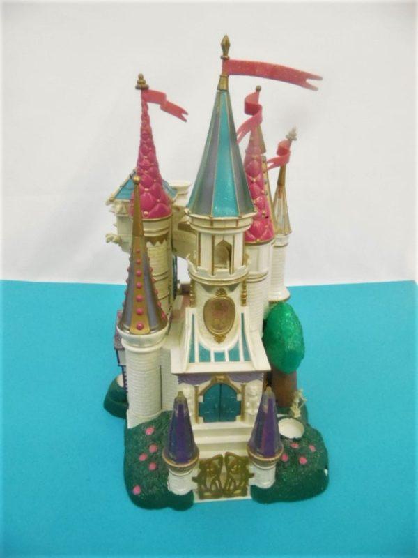 Jouet Polly Pocket - Château la belle et la bête - Bluebird - Année 1998 Produit d'occasion ( Trace d'usures , jaunie ) Attention: Ne convient pas aux enfants de moins de 3 ans. À utiliser sous la surveillance d'un adulte